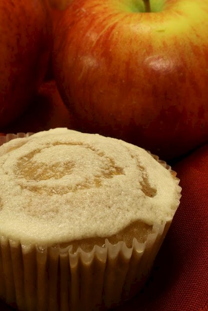 Apple Cinnamon Cupcakes with Mead Frosting and a Honey Swirl: Rosh Hashana Cupcakes for a Sweet New Year