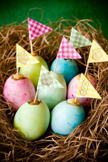 """Easter Egg Cupcakes with """"Yolk"""" Centers"""