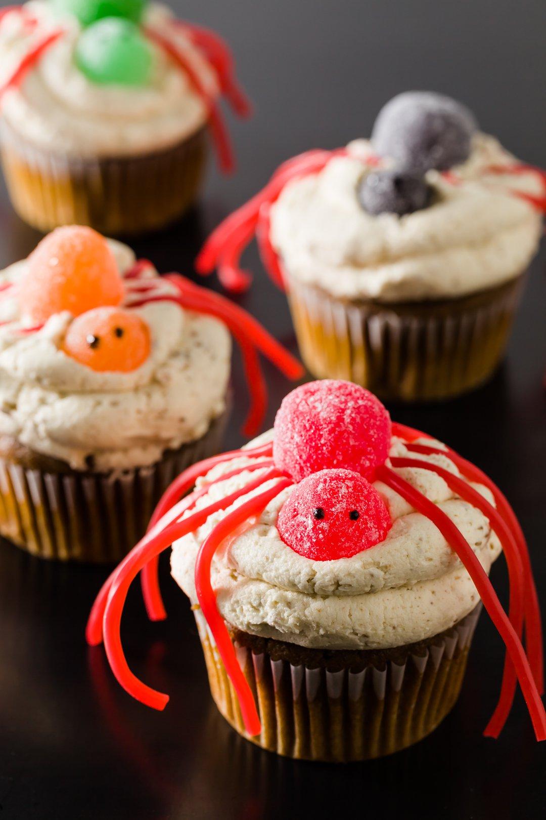 Cupcakes de Halloween decorados como arañas