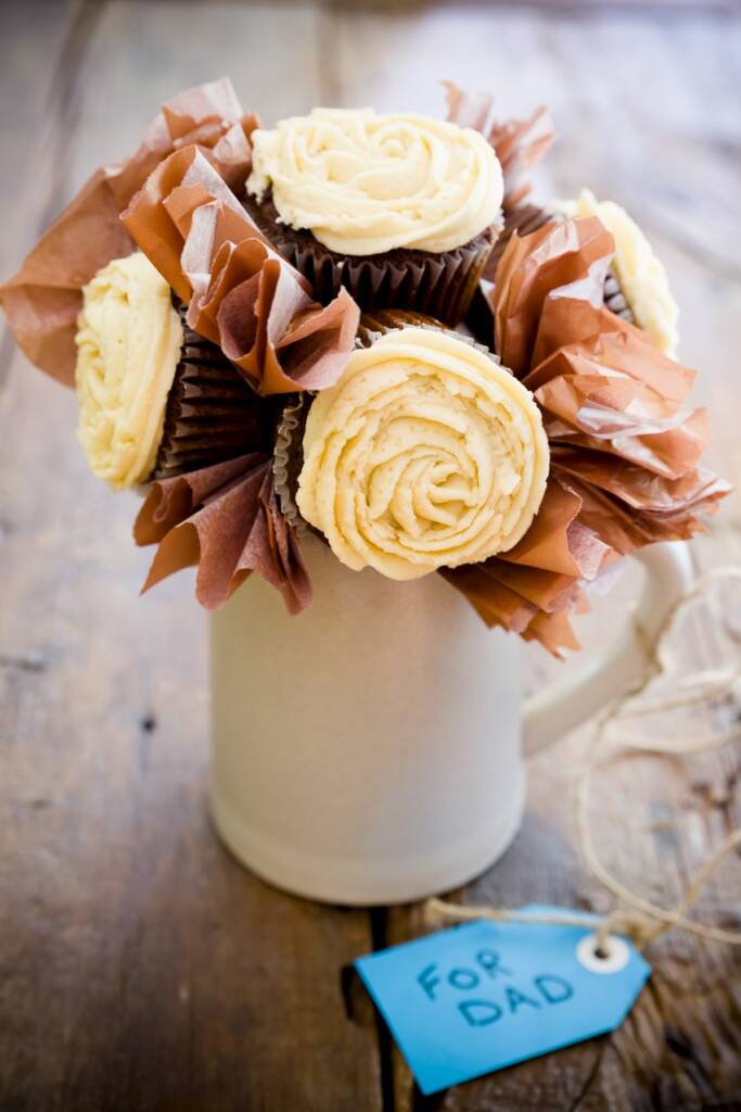 father 39 s day cupcake bouquet there 39 s beer in the cupcakes. Black Bedroom Furniture Sets. Home Design Ideas