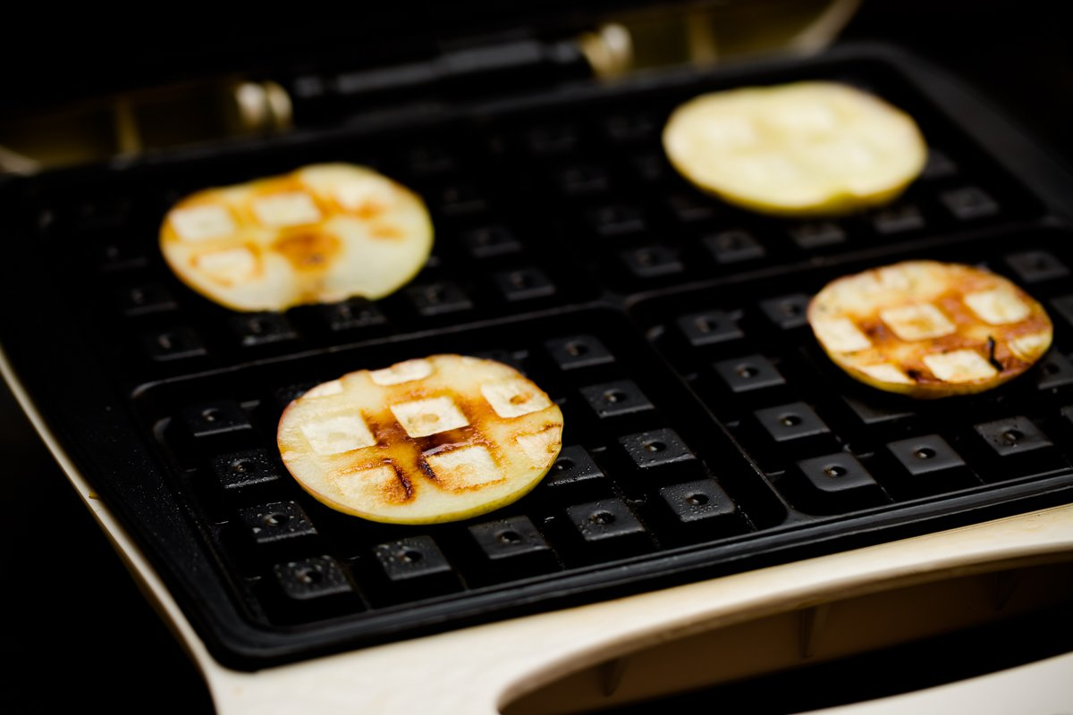 Baked apples in waffle iron