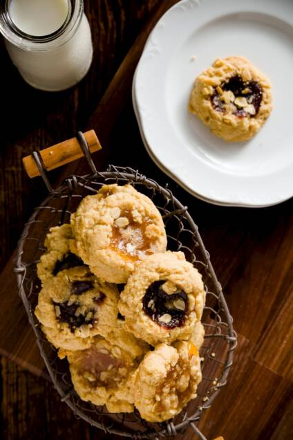 Streusel-Topped Thumbprint Cookies