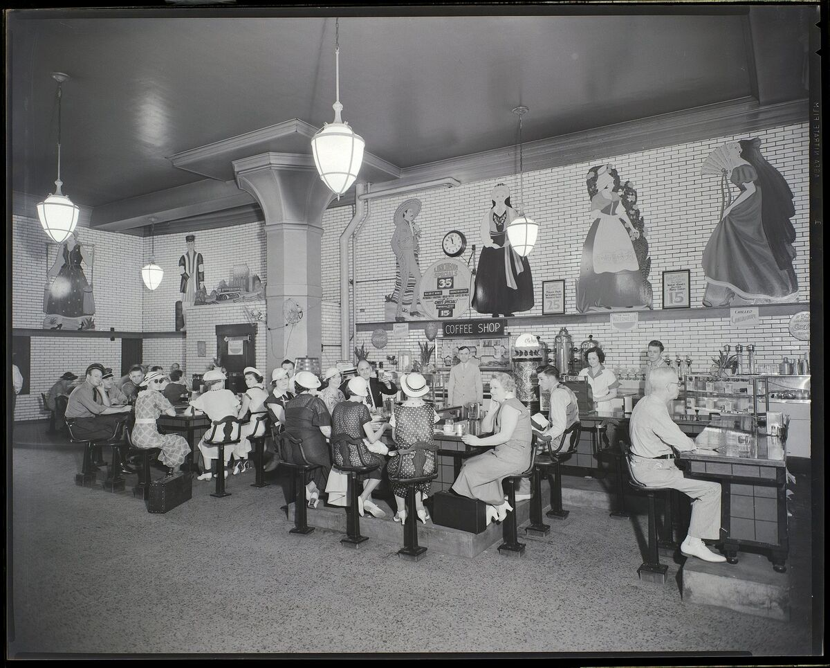 Greyhound bus terminal coffee shop. Negative by Isaac Sievers, 1936. Missouri History Museum Photographs and Prints Collection. Sievers Studio Collection. Image number: P0403-07076-02-8n