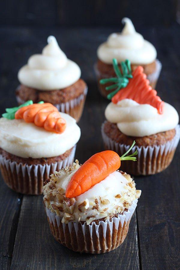Magdalenas cubiertas con tres tipos diferentes de zanahorias azucaradas