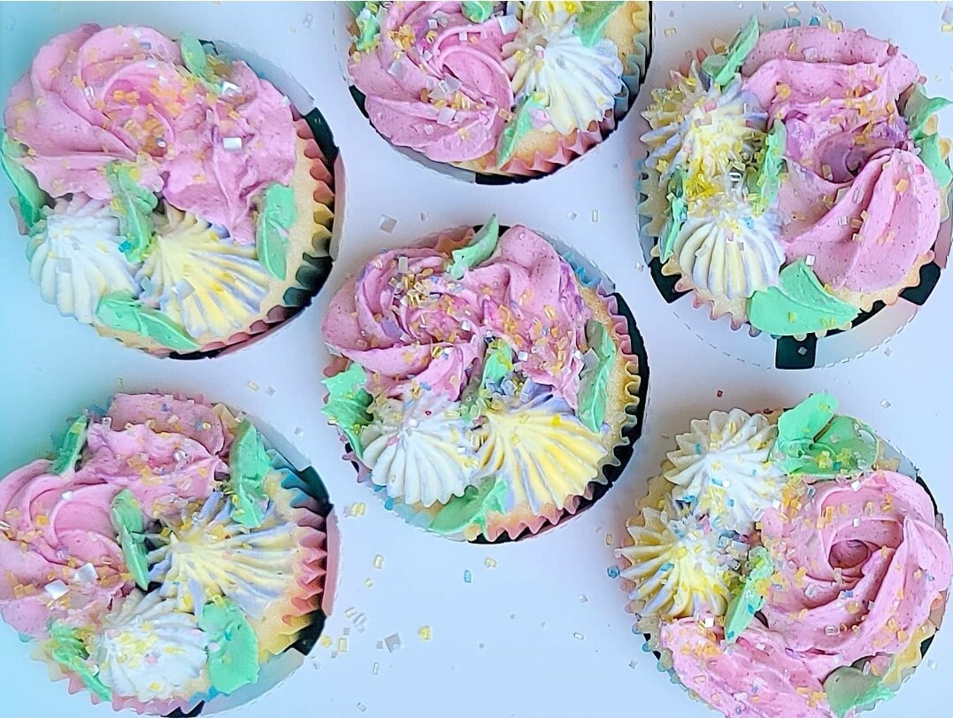 colored frosting on cupcakes