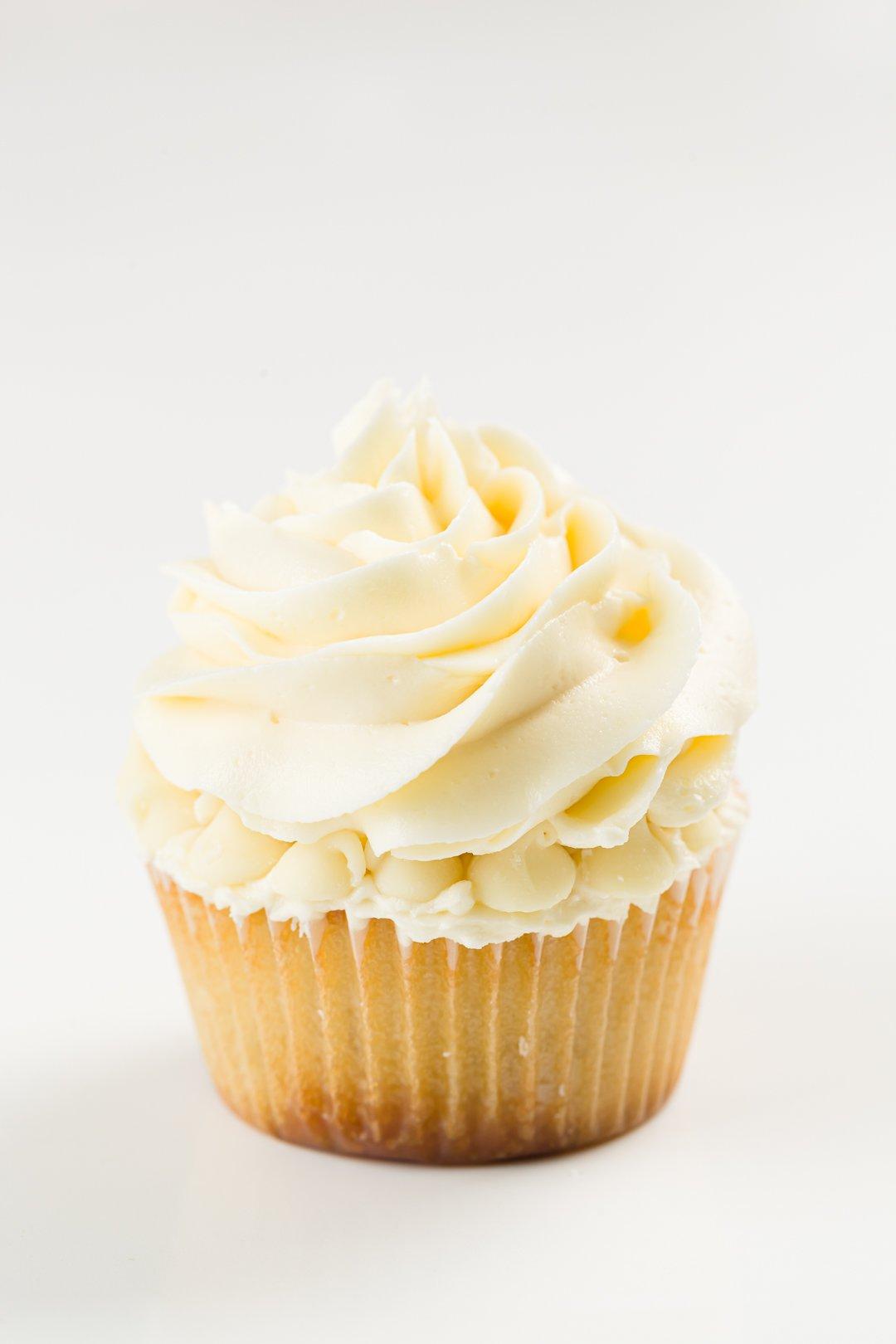 white chocolate buttercream on white chocolate cupcakes